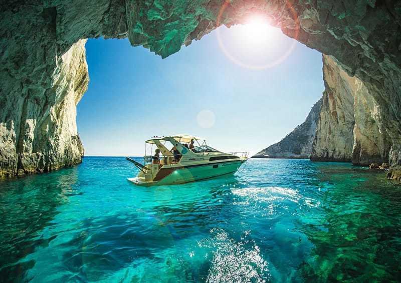 Пещеры в Греции - красивый морской пейзаж