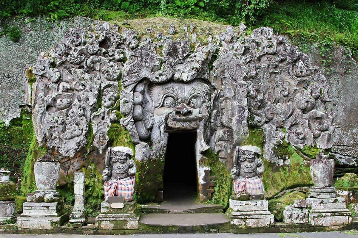 Слоновая пещера на Бали