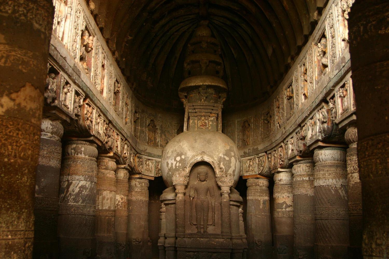 Храмовые пещеры Аджанты в Индии