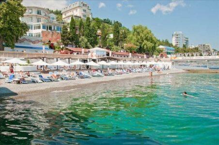 «Массандровский» пляж в Ялте
