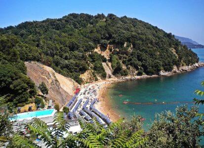 Пляж Baia Blu в Леричи (Лигурия), Италия
