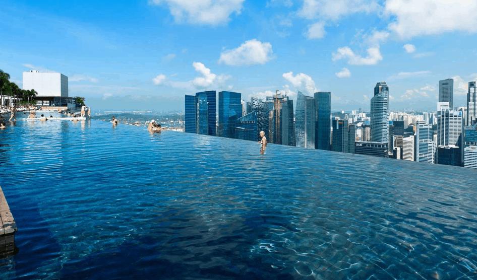 Смотровая площадка с бассейном в Сингапуре