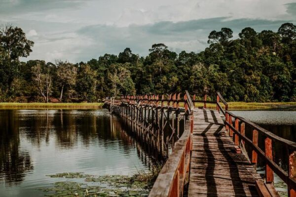Змеиное озеро Тасек-Меримбун в Брунее