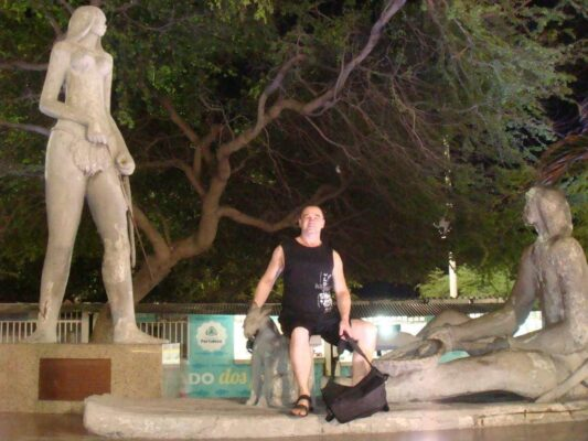 Я и памятник, Бразилия