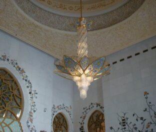 Люстра в мечете имени Шейха Заеда вес 2 тонн