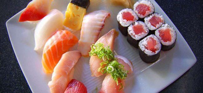 Японская кухня — иероглифы на тарелке